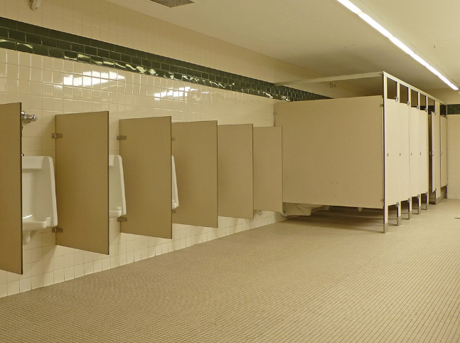 vách ngăn nhà vệ sinh trường học