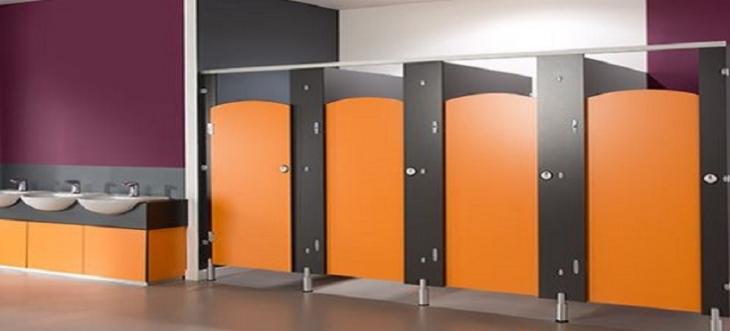 Màu gỗ thi công bằng vách ngăn vệ sinh mfc