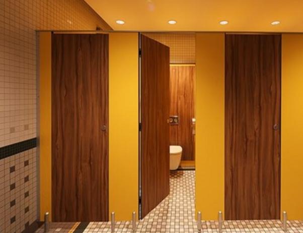 Một góc vách ngăn vệ sinh compact được thi công tại nhà hàng